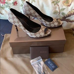 Gucci brown monogram bamboo heels